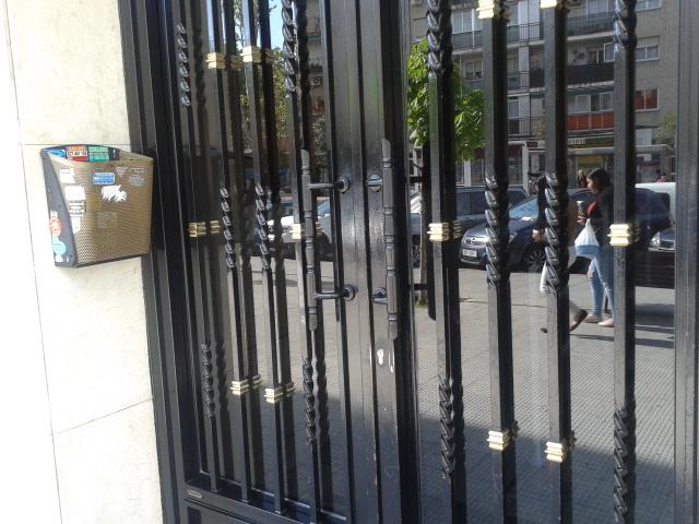 tiradores de portal en Madrid 1